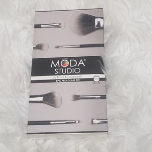 MODA studio brushes
